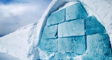 Übernachtungsmöglichkeiten auf, in und unter Eis