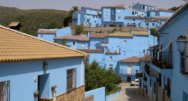 Das spanische Schlumpfhausen bleibt blau