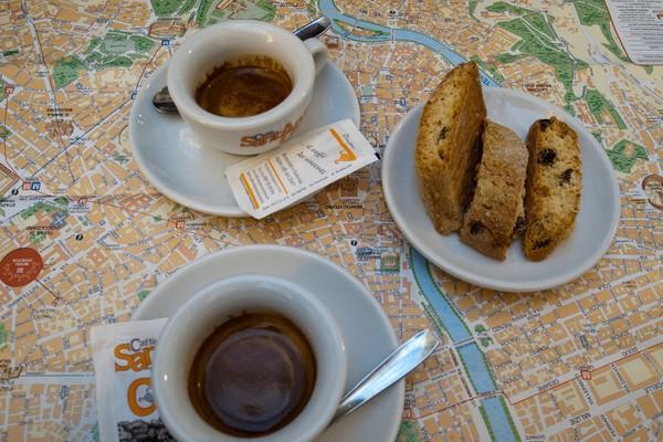 Espresso und Cantuccini