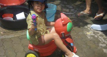 Songkran in Thailand, da bleibt niemand trocken