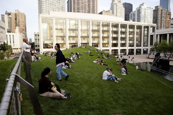 Lincoln-Center-Illumination-Lawn-Dachgarten