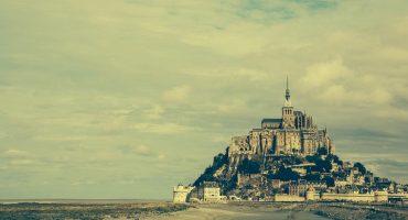 Neue Stelzenbrücke am Mont-Saint-Michel