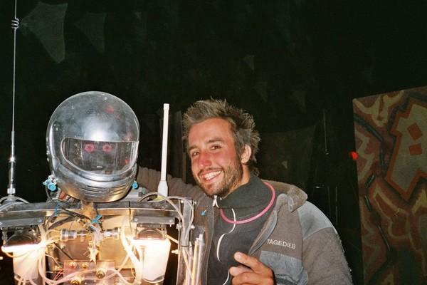 Mit Roboter beim Burning Man Festival