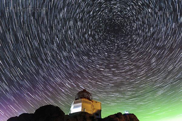 Nordlicht und Sterne über Littleisland Lighthouse