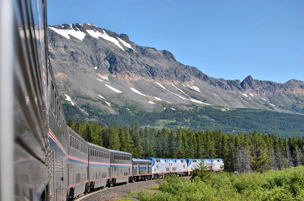 Amtrak-empire-builder-Glacier-Park