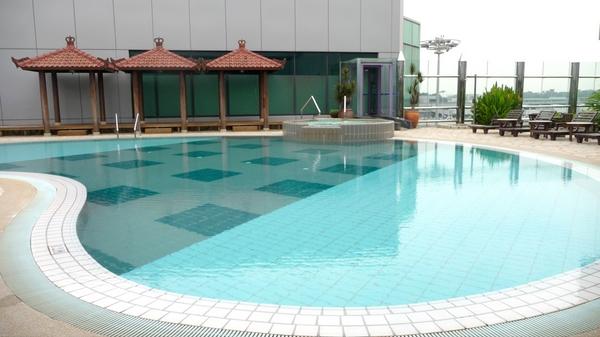 flughafen-changi-pool