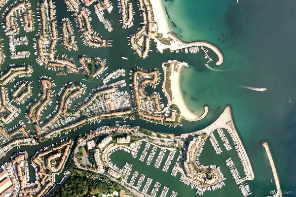 google-earth-view-grimaud-frankreich