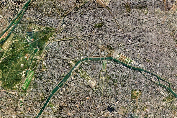google-earth-view-paris-satellitenaufnahme