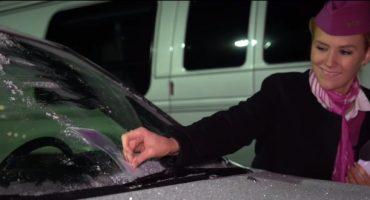 WOW air sorgt für eisfreie Autoscheiben in Reykjavik