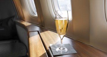 Kindermädchen und Sekt – Das sind die Extra-Leistungen der Airlines