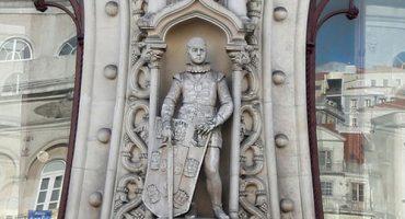 Tourist macht Selfie, zerstört 126 Jahre alte Statue
