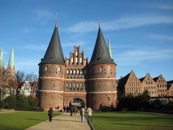 Das Holstentor ist das Wahrzeichen der Stadt Lübeck.