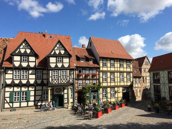 Fachwerkhäuser wie diese prägen das Stadtbild Quedlinburgs.