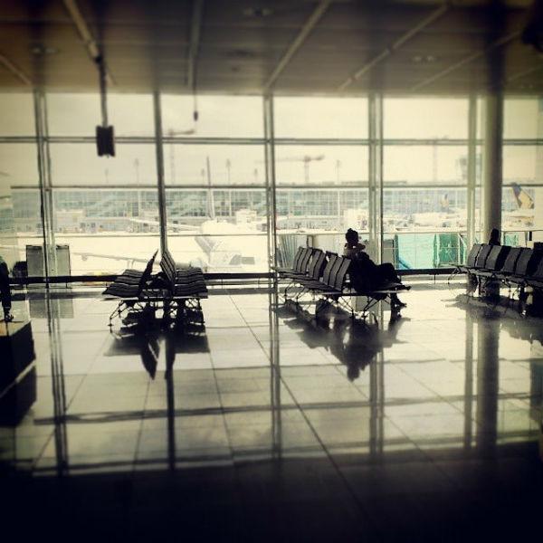 Stress schadet Mutter und Kind: Beugen Sie daher mit einer gewissenhaften Reisevorbereitung und einer rechtzeitigen Ankunft am Flughafen vor.