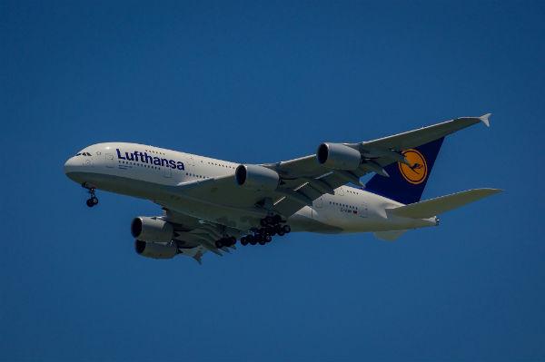 Wenn Sie schwanger fliegen möchten, sollten Sie sich vor Beginn der Reise über die Richtlininen der jeweiligen Fluggesellschaft informieren.