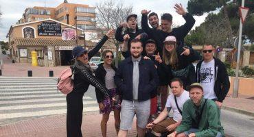 Gruppe ersetzt Freund durch einen völlig Fremden für Mallorca-Urlaub
