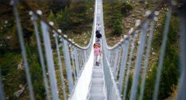 Schweiz eröffnet längste Hängeseilbrücke der Welt